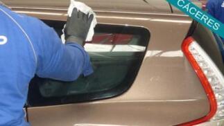 Limpieza a mano de tu coche interior y exterior