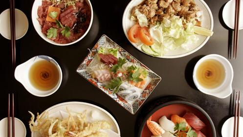 Completo menú de auténtica comida japonesa